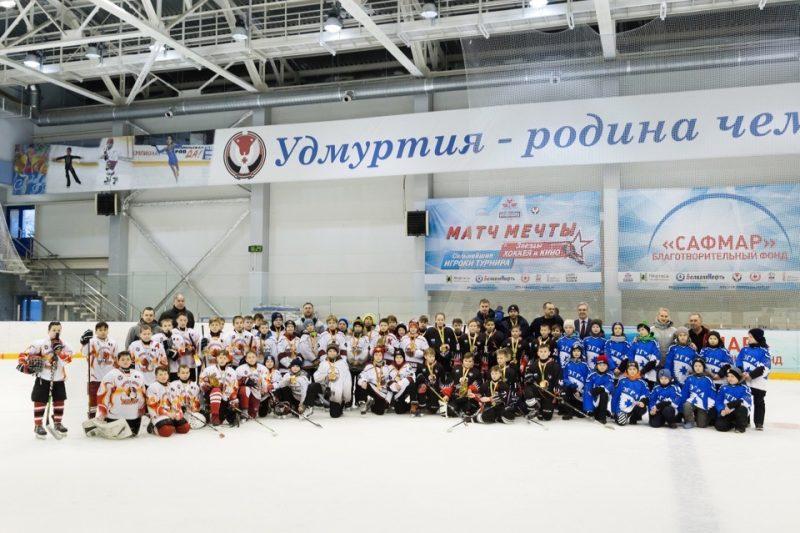 Победители «Золотой шайбы» получили призы от благотворительного фонда «САФМАР» Михаила Гуцериева