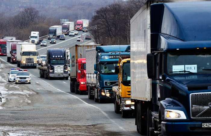 Без штрафов и проверок: грузовики освобождаются от весового контроля на дорогах страны до конца мая