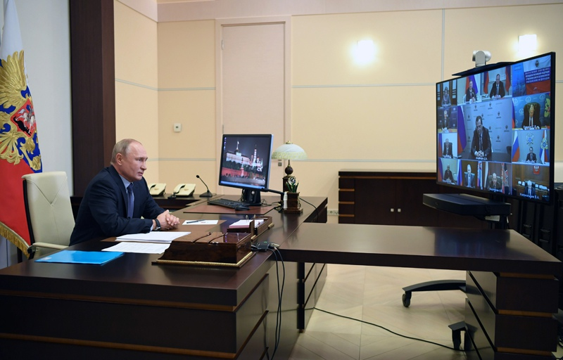 Владимир Путин провёл совещание по развитию информационно-коммуникационных технологий и связи