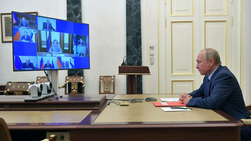Путин поручил Лаврову добиться ответа США о продлении ДСНВ