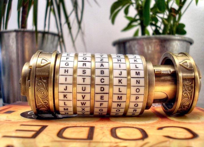 Андрей Зязин рассказал о задачах школьного конкурса по криптографии «Шифры Победы»